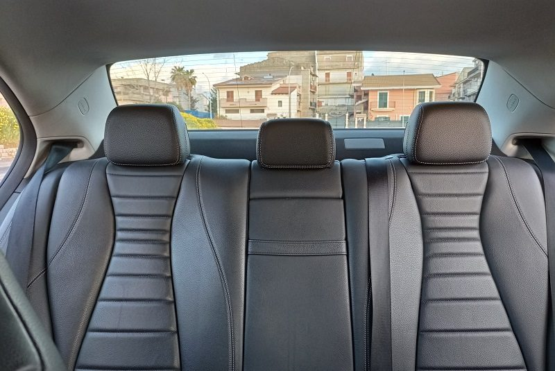 MERCEDES – BENZ E 220 D AUTO EXCLUSIVE